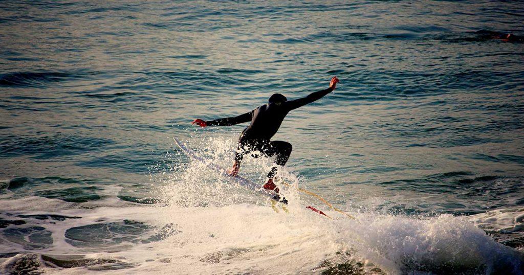 Les surfers et propriétaires de véhicules habitables de Biarritz sont en colère